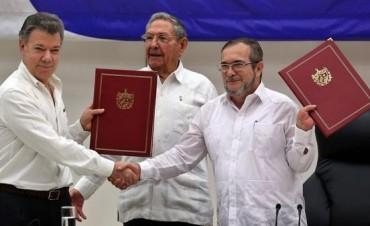 Histórico: el gobierno colombiano y las FARC firmaron el cese definitivo del fuego