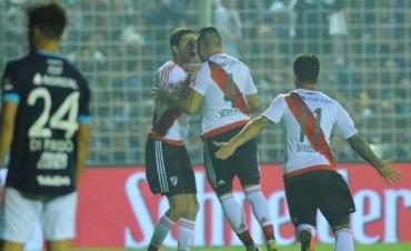 River goleó a Atlético Tucumán y quedó muy cerca de la cima