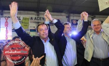 Le marcan la cancha a Benedetti y a Macri