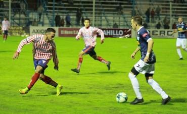 Juventud Unida perdió en Gualeguaychú y quedó cerca de la zona de descenso