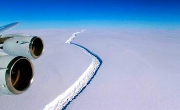 El súper iceberg de está por desprenderse y elevaría el nivel de los océanos