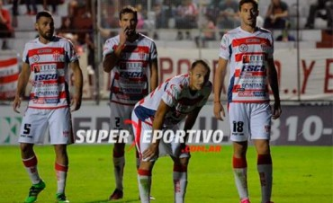 Se suspendió el duelo entre Atlético Paraná y All Boys por agresión a un juez de linea