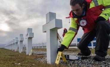 La Cruz Roja ya exhumó 21 cuerpos del cementerio de Darwin en Malvinas