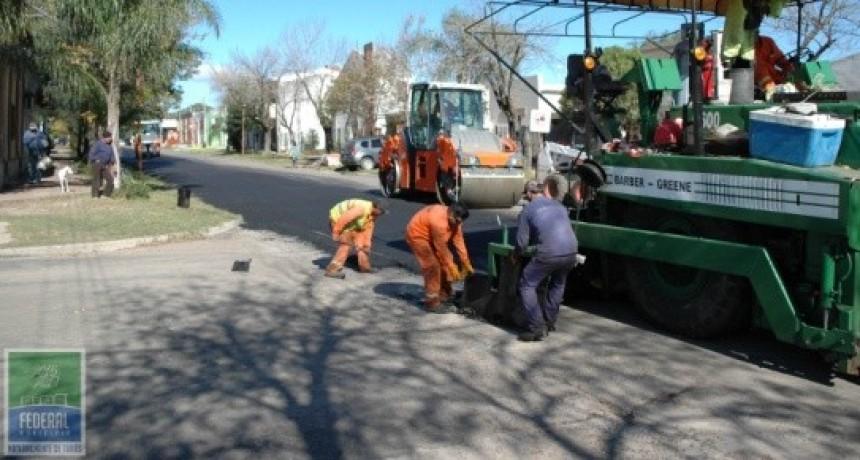 Se extiende el reasfaltado de las calles federalenses