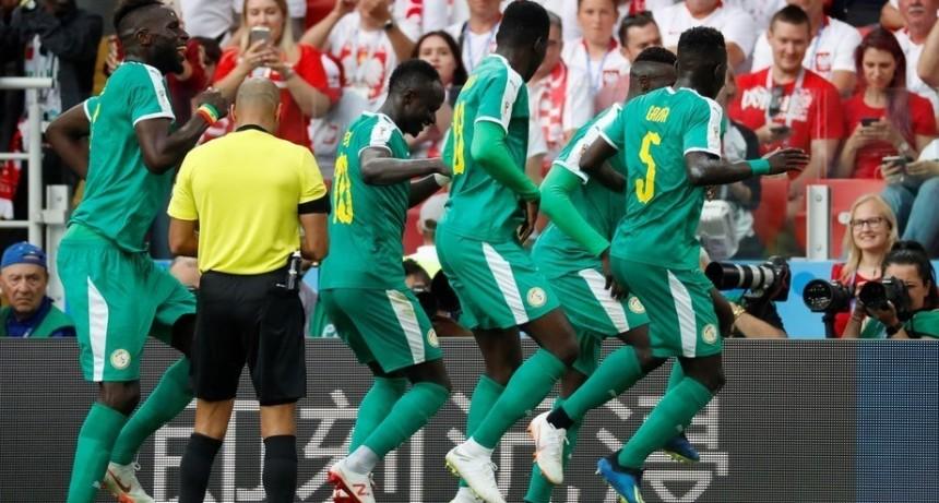 Senegal dio la otra sorpresa del Grupo H con un cachetazo de realidad a Polonia