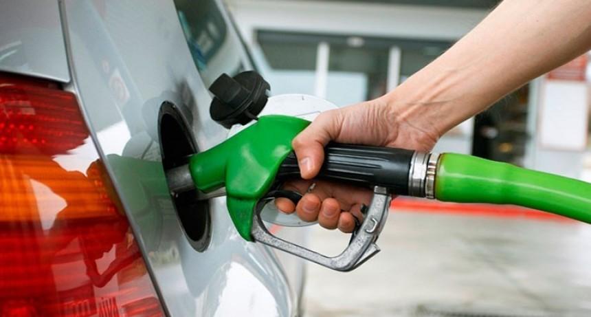 Negocian nuevo aumento de las naftas mayor al 3 % a partir de julio