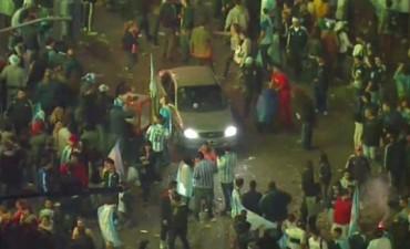 Destrozos, detenidos y represión de Infantería por incidentes en el Obelisco