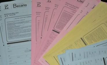 Arrancó el pago de las becas provinciales