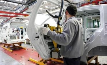 Crisis en las automotrices de Córdoba: suspendieron a más 4.000 operarios