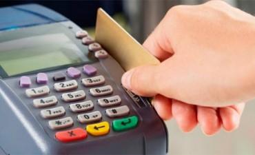 Comercios deberán recibir débito en toda compra que supere los 10 pesos