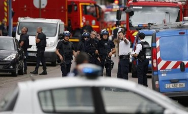 Otra vez el terror de Estado Islámico en Francia: toman rehenes en iglesia y matan a un cura