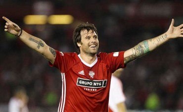 Cavenaghi se despidió del fútbol con cuatro goles en la cancha de River