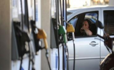 En octubre volvería a subir el precio de las nafta y el gasoil