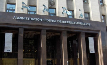 Para combatir la informalidad, la AFIP quiere hacer desaparecer el efectivo