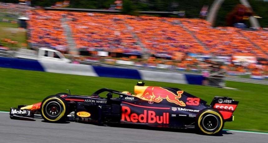 Holanda, que no está en el Mundial de fútbol, celebra en la Fórmula 1 a Max Verstappen