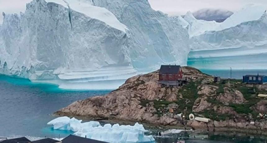 Iceberg que amenaza a Groenlandia es tan grande que se ve desde el espacio