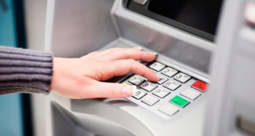 Suben hasta 20% comisiones de cuentas bancarias y tarjetas de crédito