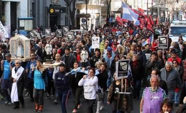 Organizaciones sociales y políticas marcharon a Plaza de Mayo en reclamo de trabajo