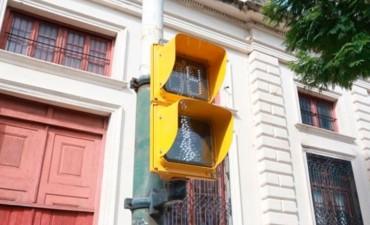 Proponen que todos los semáforos tengan accesorios sonoros