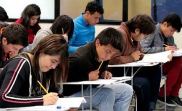 Alumnos de la Tecnicatura  en Orientación al Desarrollo Personal piden apoyo económico