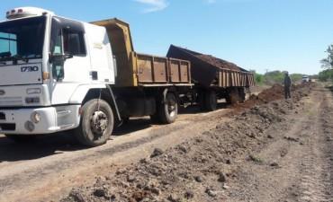 Finalizaron con la reposición de ripio en el acceso a la Escuela N 46 en Paraje La Encierra