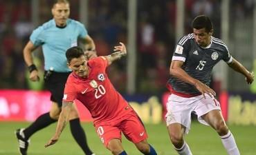 Paraguay sorprendió a Chile, le dio una mano a la Argentina y no se baja de la pelea