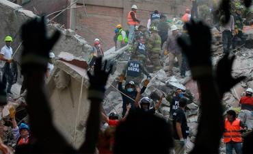 México busca sin descanso sobrevivientes del terremoto: Confirman 248 fallecidos