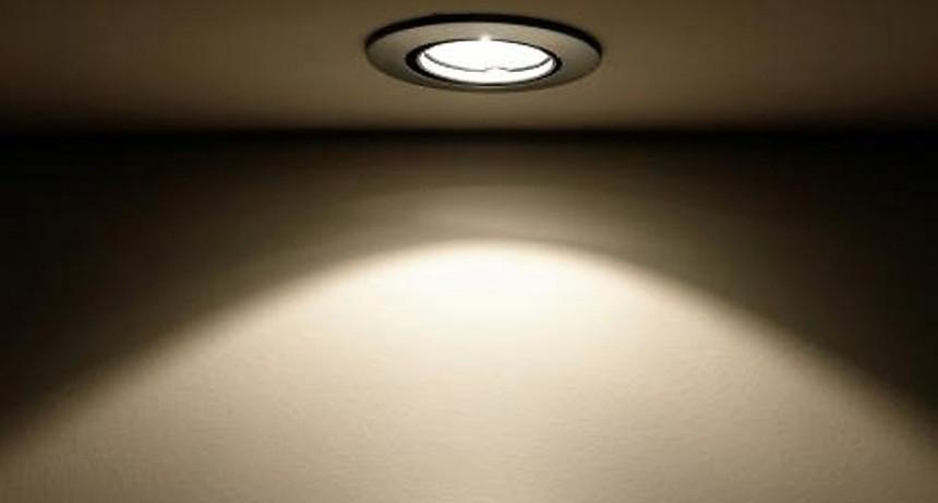 El Gobierno suspende el traspaso de tarifa social de la luz a las provincias