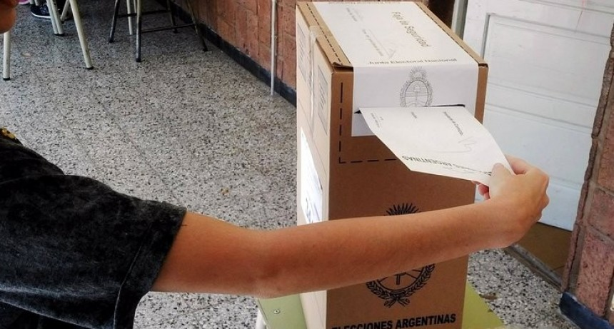 Casi un año antes de la elección, el Gobierno compra los sobres para votar