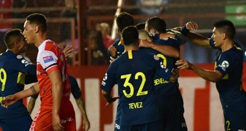 Boca superó como visitante a Argentinos Juniors y se acercó a la cima