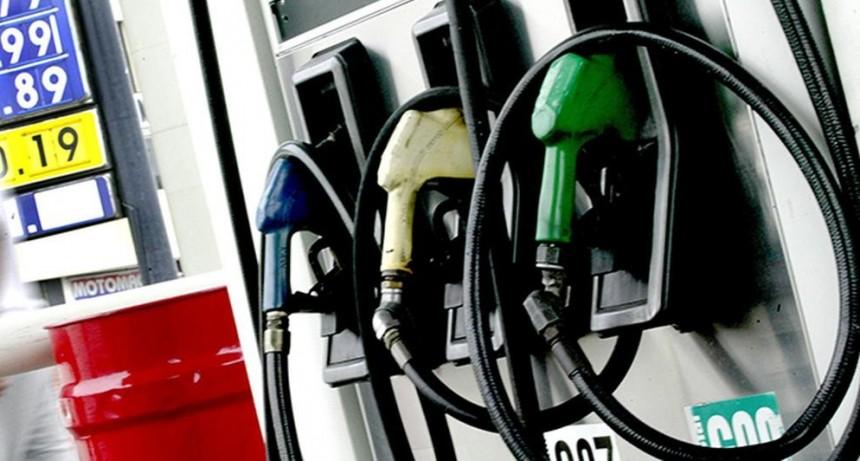 Prevén nueva suba de naftas: El litro de premium cada vez más cerca de $50