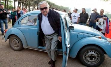 El Pepe Mujica fue a votar en su Fusca