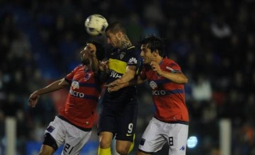 Boca alcanzó a rescatar un empate ante Tigre pero no pudo acercarse a la punta