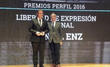 """Daniel Enz recibió el premio """"Perfil"""" a la Libertad de Expresión Nacional"""