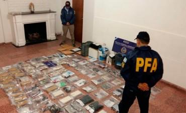 Hallaron armas, dinero y drogas en domicilios de personas vinculadas con Caudana. Allanamientos en Federal