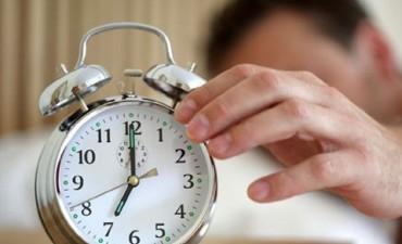 Advierten que dormir menos de 7 horas aumenta el riesgo de ACV