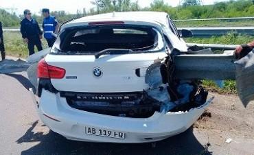 Impresionante accidente en Ruta 12: El guardarrail atravesó el auto.