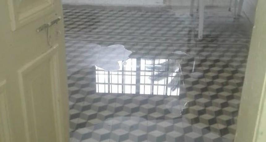 Las lluvias hicieron colapsar las instalaciones escolares en Federal