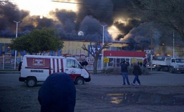 Un incendio destruyó comercio de diputado opositor en Santa Cruz