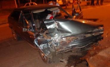 Conductor alcoholizado  embiste a otro vehículo estacionado