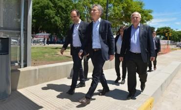 Macri confirmó el puente entre Paraná y Santa Fe y el aeropuerto único