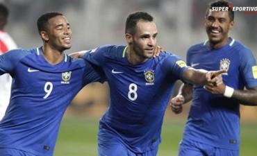 Brasil se impuso ante Perú como visitante y es puntero absoluto