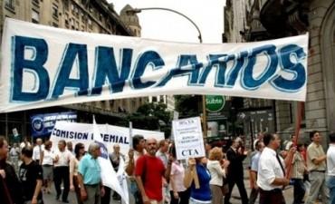 Bancarios alcanzaron un acuerdo salarial que incluye sumas a cuenta para 2017