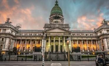 Macri exige austeridad a las provincias pero el Congreso sumó casi 1.000 nuevos empleados