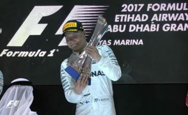 Bottas se quedó con la última carrera de la temporada y se subió al tercer puesto del podio