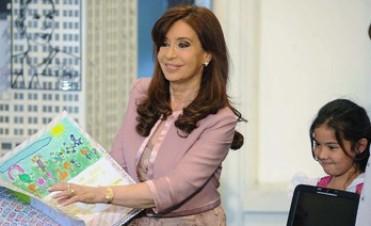 """Cristina presentó el programa de salud dental """"Argentina Sonríe"""" y entregó la computadora número 4 millones 700 mil del plan Conectar Igualdad"""