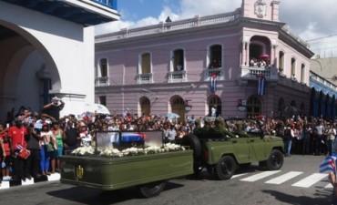 Las cenizas de Fidel Castro llegaron a Santiago de Cuba para su sepelio