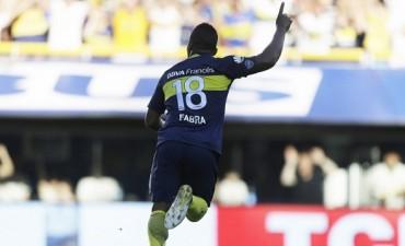 Boca goleó a Racing con el aporte de Walter Bou y se acercó al líder