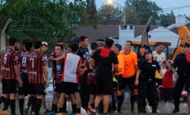 Salvaje agresión a la terna arbitral en el Torneo Federal B