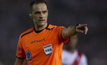 ¿Peligra el River-Boca? los árbitros se unen para parar el fútbol tras la violenta agresión a Claudio Elichiri